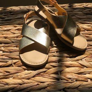Toddler girls gold sandal